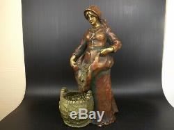Amphora, Sculpture Art Nouveau, Faïence Irisée, Femme au Panier, Ernst Wahlis