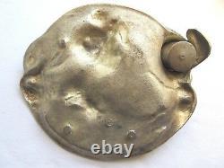 Ancien encrier Art Nouveau signé N. VIDAL, métal couleur argent Femme au bain