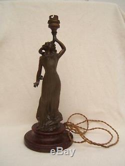 Ancienne lampe Art Nouveau en regule représentant une femme