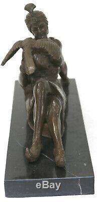 Art Déco Nouveau Arabe Femme Posant avec un Oiseau Bronze Sculpture Figurine