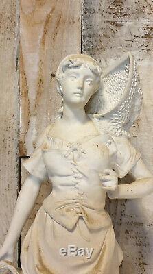 Art Nouveau grand sujet en biscuit figurant une femme au panier haut 60 cm