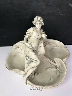 Art nouveau coupe Femme aux nénuphars porcelaine Royal Dux Bohemia 1900