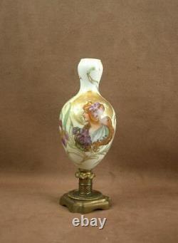 Beau Vase Art Nouveau En Porcelaine Decor De Femme Iris Signe Hete Pied Bronze
