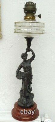 Belle Lampe A Petrole Regule Femme Toupie Cristal