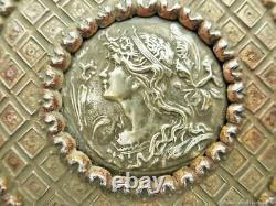 Boîte à bijoux ancienne Femme aux iris bronze Art Nouveau 19ème siècle France An