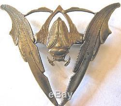 Broche art nouveau en forme d'animal fantastique aux ailes déployées
