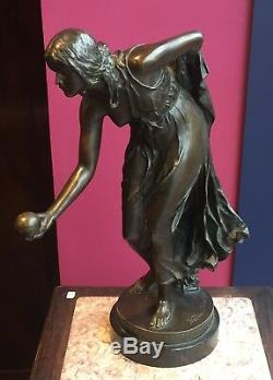Bronze Art Nouveau de Walter Schottfemme jouant avec une balle1900 Allemagne