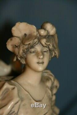 Céramique porcelaine royal Dux sujet femme 1900 art nouveau