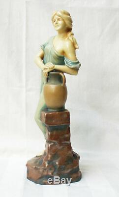 Figurine Statuette Céramique femme porteuse d'eau Art Nouveau