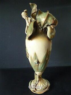 Grand Vase Faïence Art Nouveau 1900 Iris Femme Insectes Signé AMPHORA Austria
