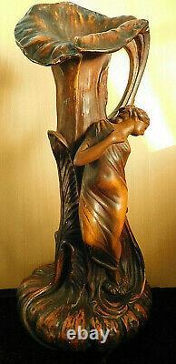 Grand vase à décor végétal et femme vers 1900 Art nouveau