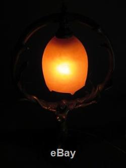 LAMPE BRONZE DORÉ FEMME ENLACÉE ARBRE TULIPE PTE DE VERRE DAUM NANCY H 45 cm