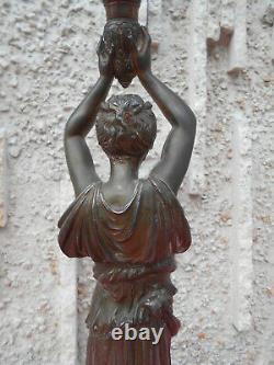 Lampe A Petrole Au Decor De Femme Epoque Art Nouveau En Regule