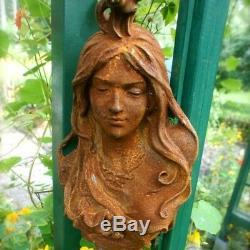 MUR / décoration de jardin ART NOUVEAU -schöner fer tête femme tournant du