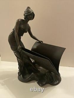 Magnifique bronze Art Nouveau signé FERY Femme La Liseuse