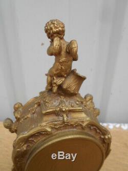 Pendule A La Femme Et A L' Angelot Epoque Art Nouveau En Regule Dore