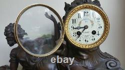 Pendule horloge en régule sur marbre décor de femme couchée art nouveau