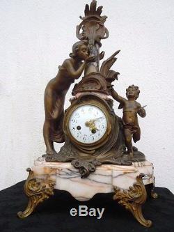 Pendule sculpture femme angelot putti cherubin d'époque Art Nouveau vers 1920