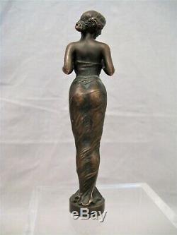 Petite sculpture de femme en bronze époque art nouveau début XX ème siècle