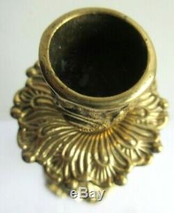 Pied de lampe Art Nouveau, bronze doré, Femme tenant sur sa tête un bougeoir