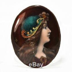 Portrait miniature sur porcelaine émaillée jeune femme Art nouveau début Xxème