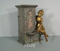 Régule Jeune Femme A La Fontaine Dans Le Goût De Moreau Vase Ancien Au Dauphin