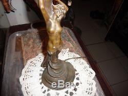 Statuette femme bronze art nouveau signée Betlen, modele rare, H en tout 53cm