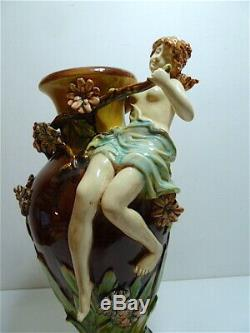 Vase en céramique Barbotine Art nouveau Femmes et Fleurs 1900