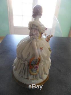 Vintage statue femme elegante porcelaine dentelle Germany Dresden Saxe Meisen